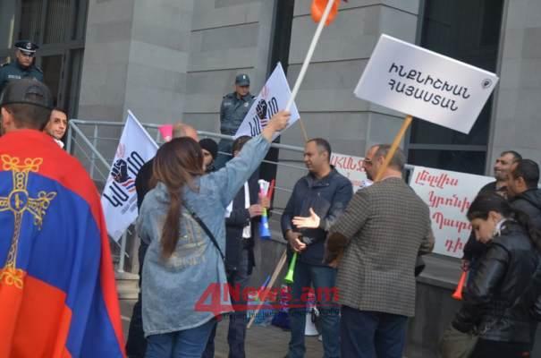 Գյումրիի ուսանողները միացել են Երևանում Արայիկ Հարությունյանի հրաժարականը պահանջող ուսանողներին